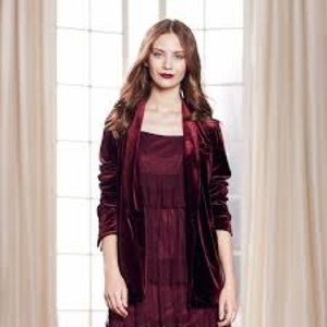 LC Lauren conrad runway burgundy velvet blazer nwt
